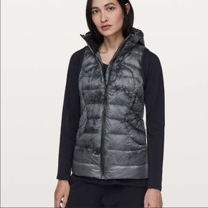Lululemon Pack It Down Vest Size 2 Black Gray
